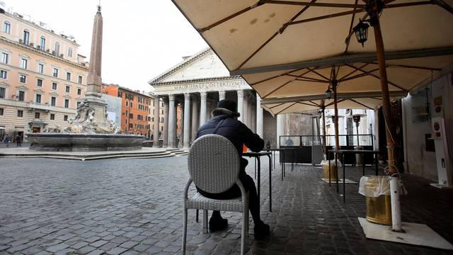 Rome, shops closed due to new restrictions against Covid 19