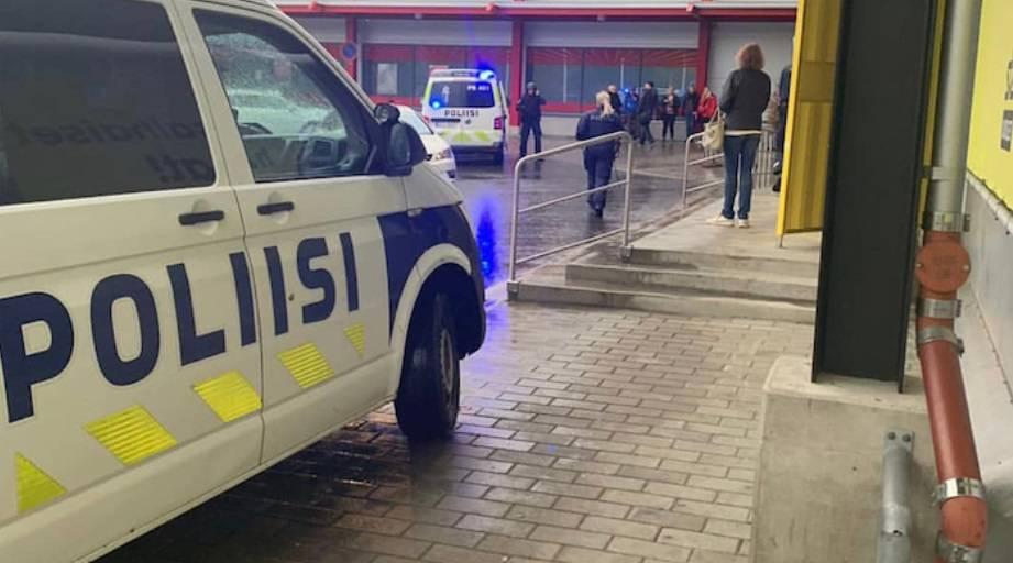 Napadao ljude nožem u šoping centru: Jedan čovjek mrtav...
