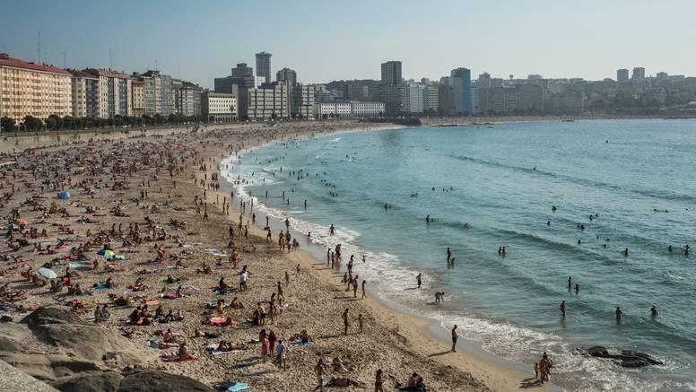 U Španjolskoj zatvorili 55 plaža, a na one koje su otvorene ulazi se kontrolirano i čeka u redu