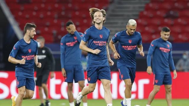 European Super Cup - Sevilla Training