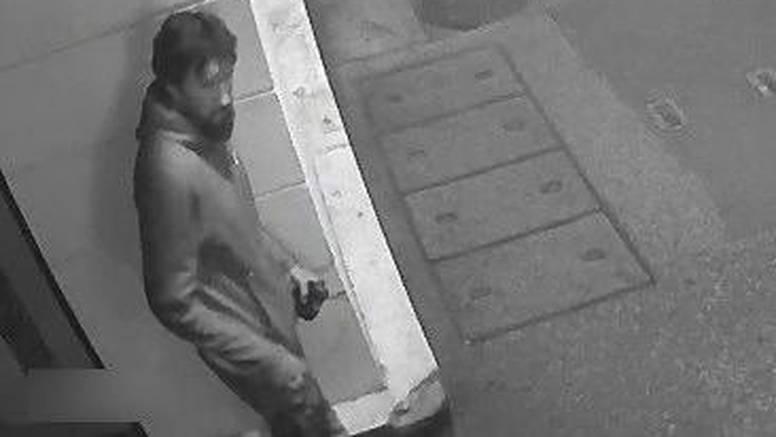 Prepoznajete li ga? Zagrebačka policija traži muškarca, vjeruju da ima informacije o provali
