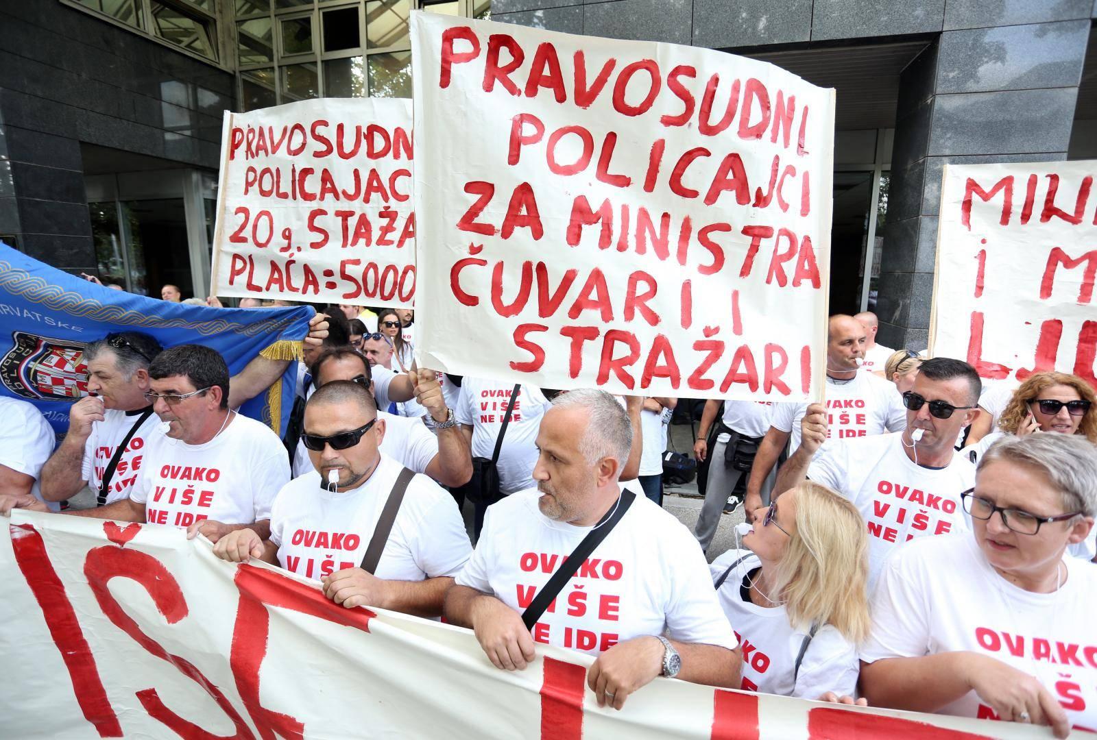 Zagreb: Prosvjed Sindikata pravosudne policije ispred Ministarstva pravosuđa