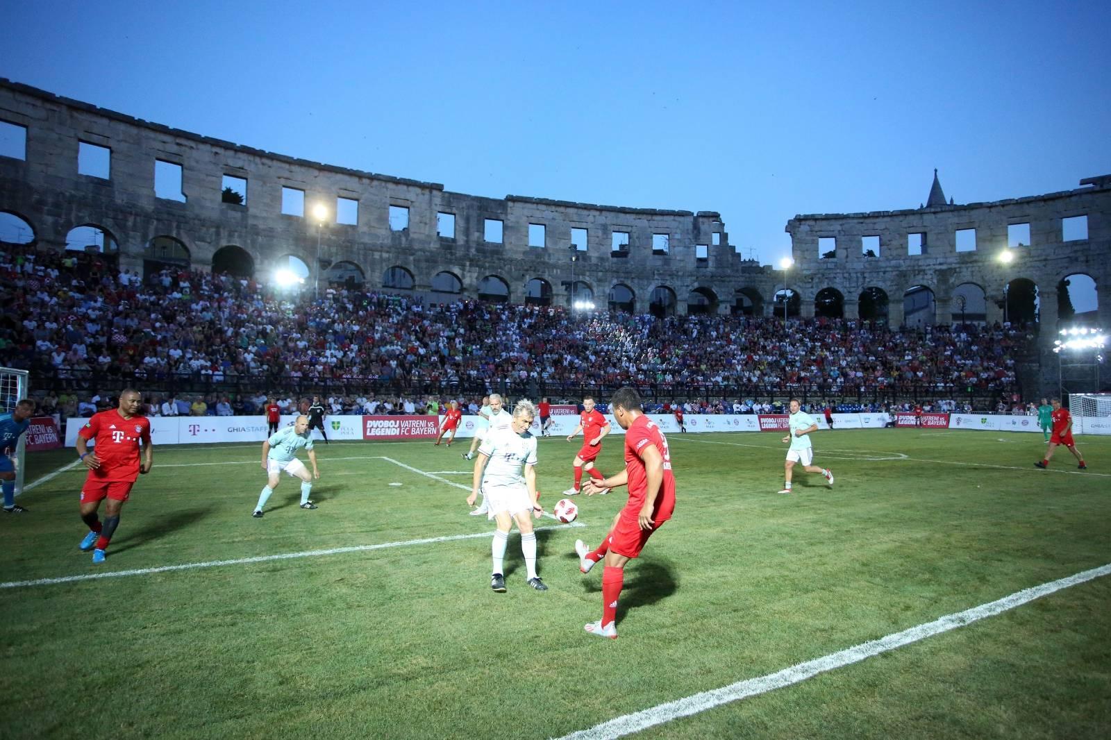 U pulskoj Areni održan nogometni spektakl između legendi Hrvatske i Bayerna