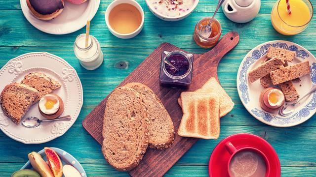 Što bi djeca trebala jesti ujutro prije odlaska u školu, a što ne?