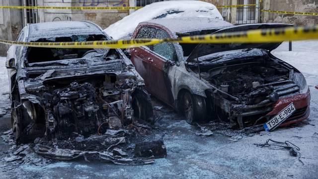Na sarajevskoj Baščaršiji izgorjela dva automobila