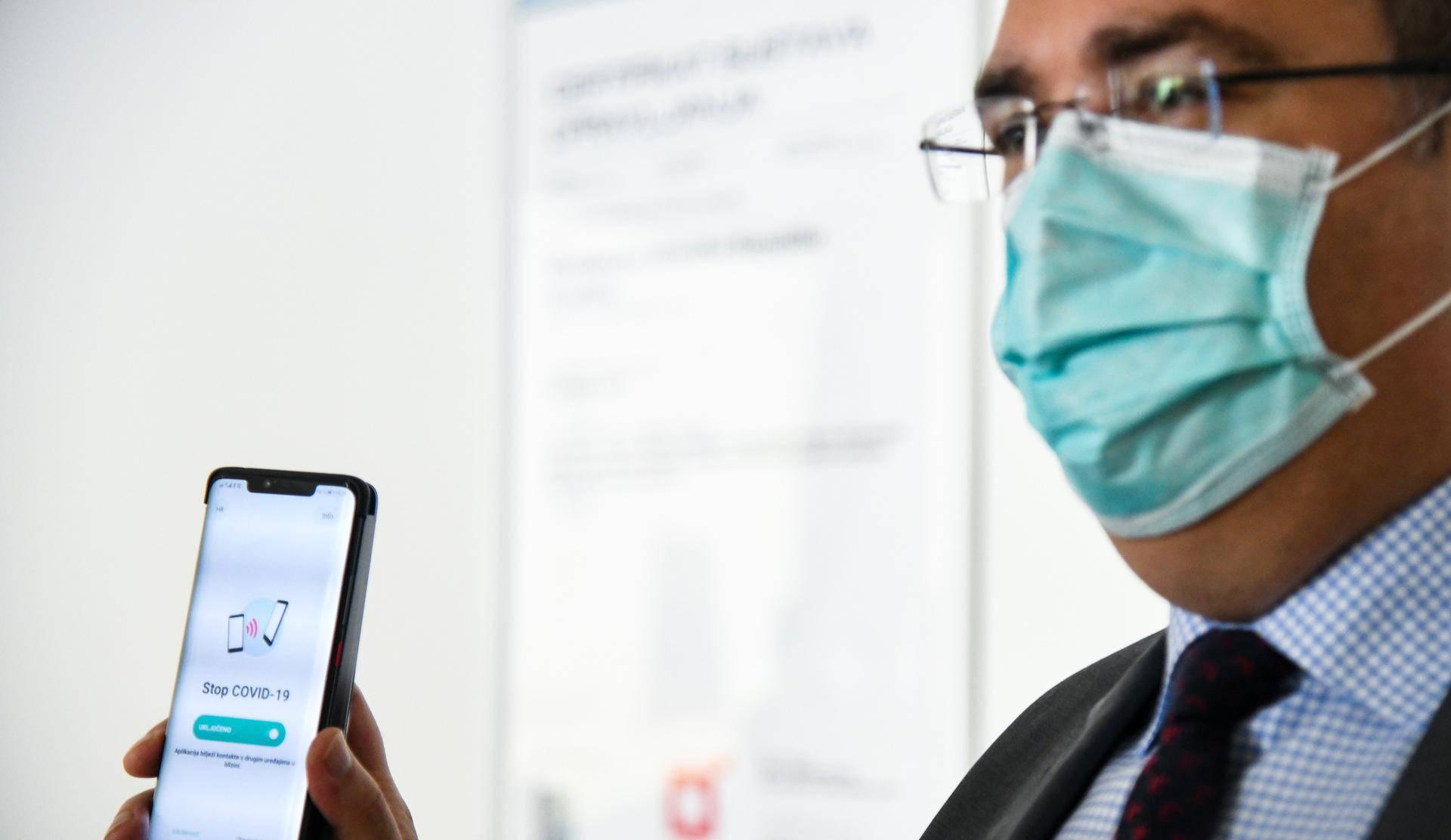 """Zagreb: Vili Beroš i Saša Bilić predstavili mobilnu aplikaciju """"Stop COVID-19"""""""