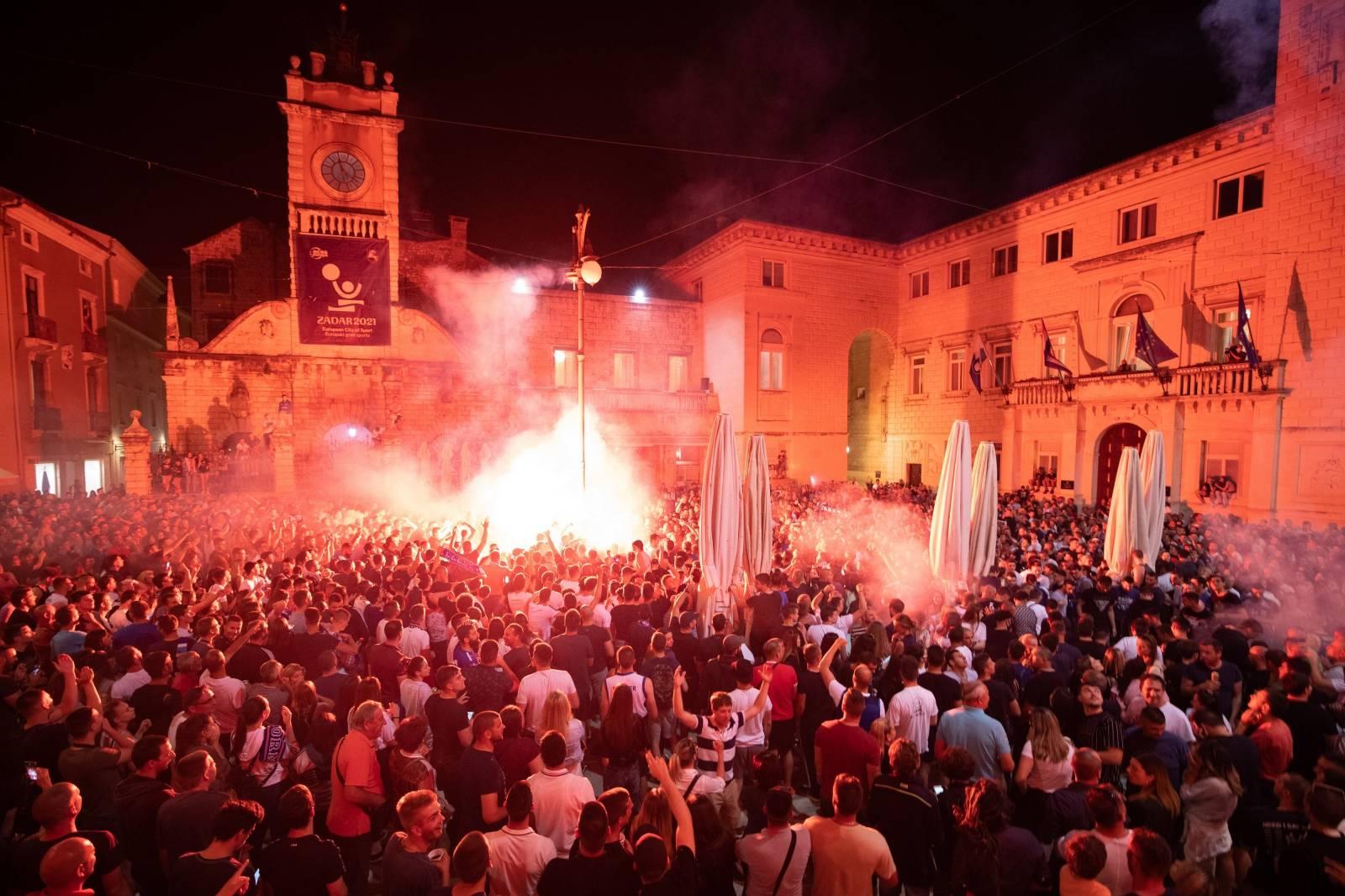 Ludnica na ulicama Zadra, navijači proslavili prvi naslov prvaka nakon 13 godina
