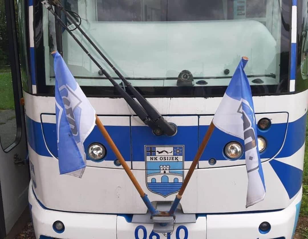 Od Vijetnama pa sve do Pariza: 'Okićeni' tramvaj, pas u dresu!