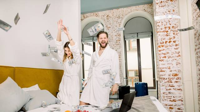 Kako razgovarati s partnerom o novcu, a da se ne posvađate