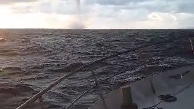 Pijavica protutnjala kraj broda: 'Išla je na nas, more se dizalo'