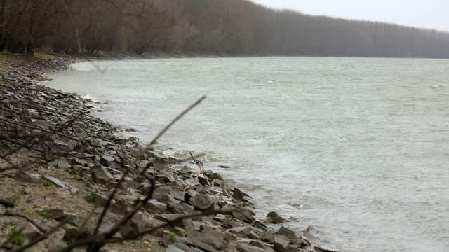 Vukovar: Ribič je pao u Dunav, izvukli su ga, ali je preminuo