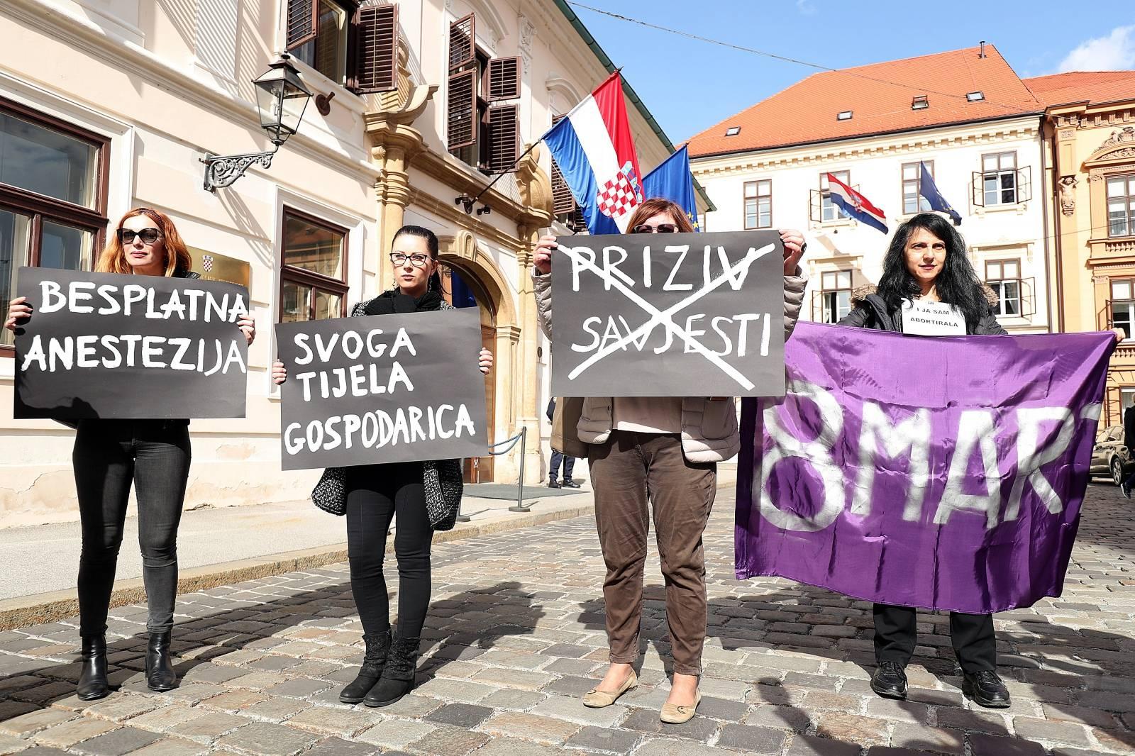 Zagreb: Prosvjed Ženske mreže ispred Vlade za siguran i besplatan pobačaj u svim bolnicama