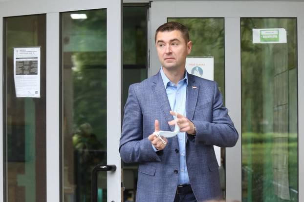 Zagreb: Po izlazu s birališta Davor Filipović dao je izjavu za medijie
