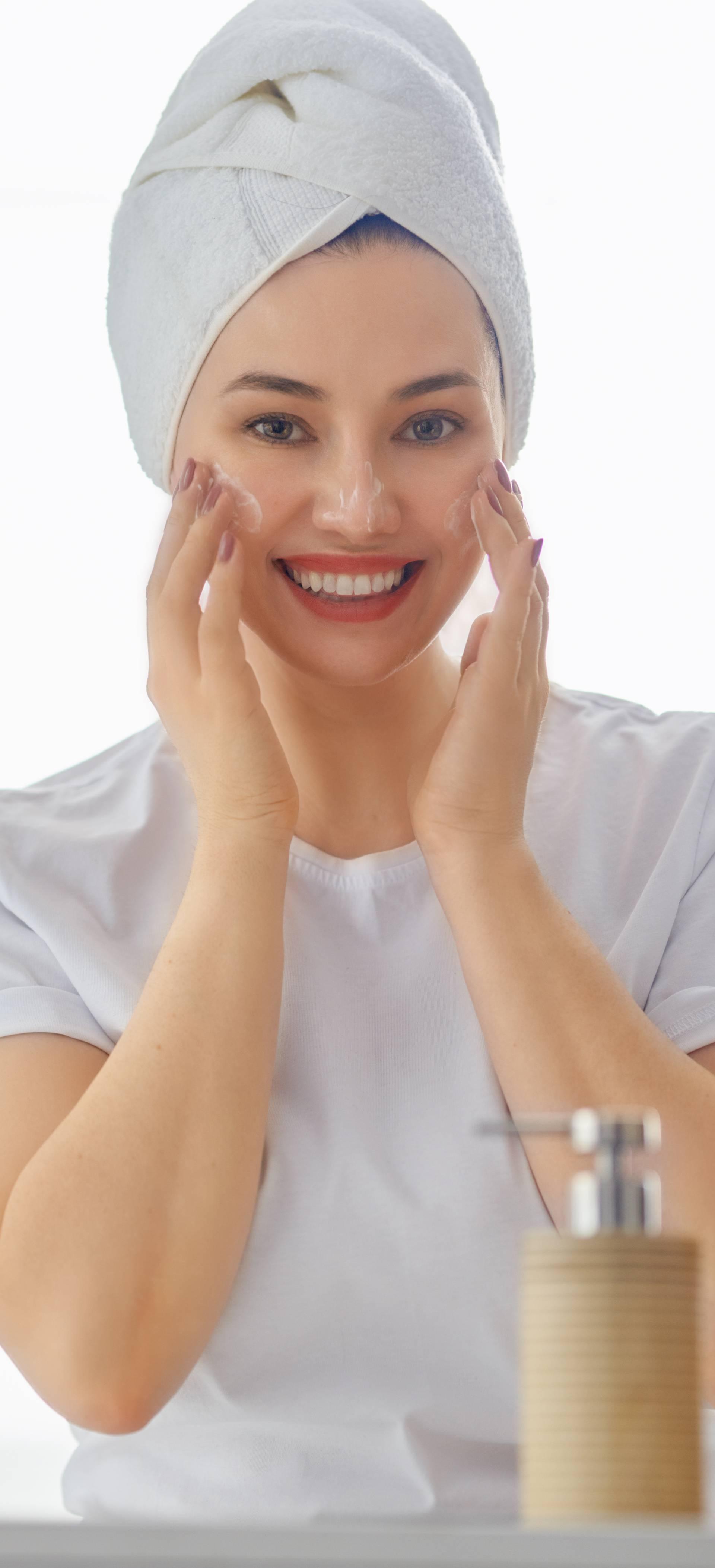 Masnu kožu lica morate čistiti ujutro i navečer i hidratizirati