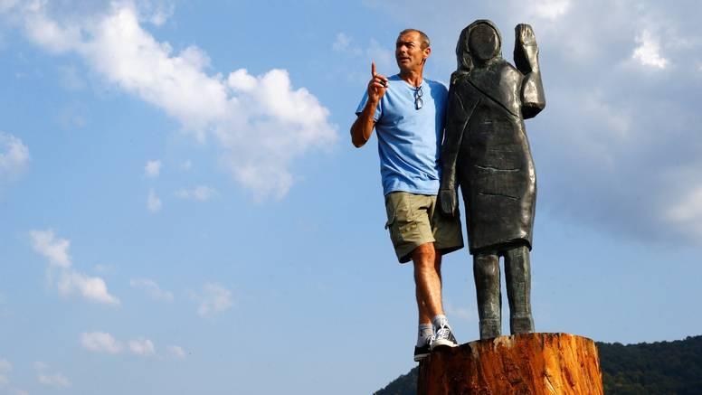 Drvenu Melaniju zamijenila je brončana: Prva dama SAD-a u rodnoj Sevnici  dobila novi kip