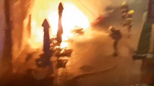 Nema mira u Kaštelima: Nakon ubojstva, noćas su gorjeli auti