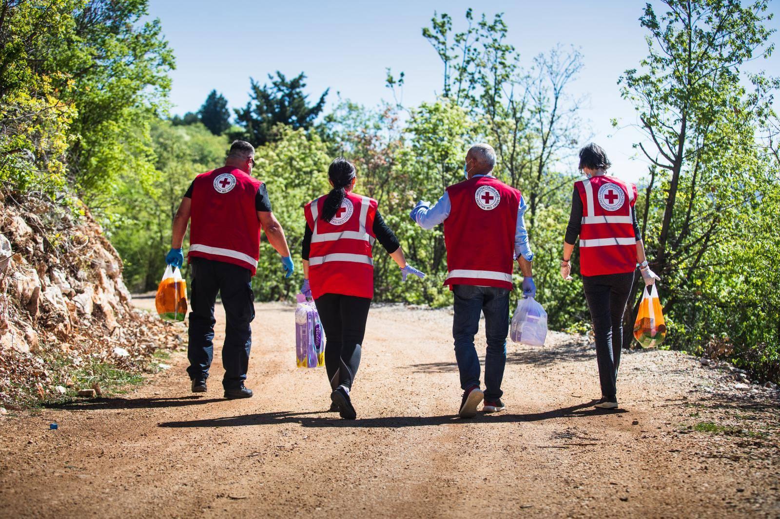 Volontoerke i volonteri Crvenog križa u Imotskom pomažu slabijima