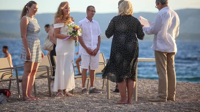 Bol: Par iz Njemačke odlučio se vjenčati na plaži Zlatni rat