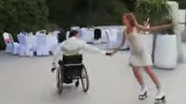 VIDEO Dirljivo u Konavlima: On je u kolicima, a mladenka prvi ples pleše oko njega u rolama