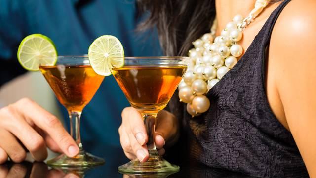 Dijeljenjem pribora za jelo, čaša i cigareta raste rizik od zaraze