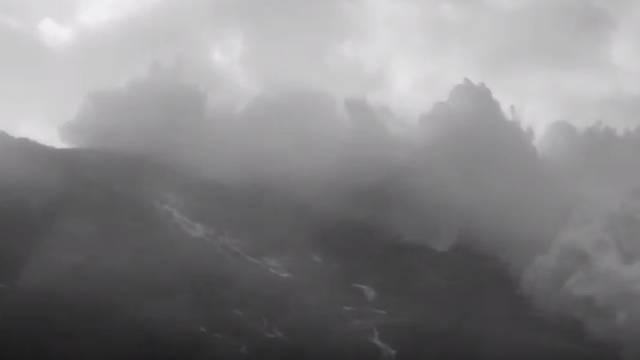 """Oluja svih oluja: Ogromni val """"progutao"""" je englesko selo"""