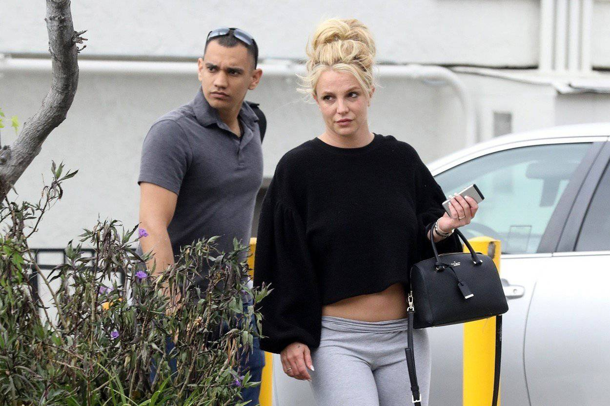 *PREMIUM-EXCLUSIVE* Healthy Britney Spears rises up early for a Tan Salon visit after release