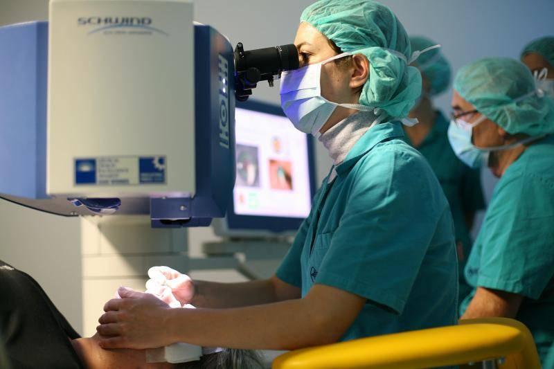 Hrvatski oftamolozi izveli su 5 operacija u sat i pol vremena