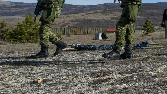 C. Gora evakuirala iz Prištine tri zaražena hrvatska vojnika