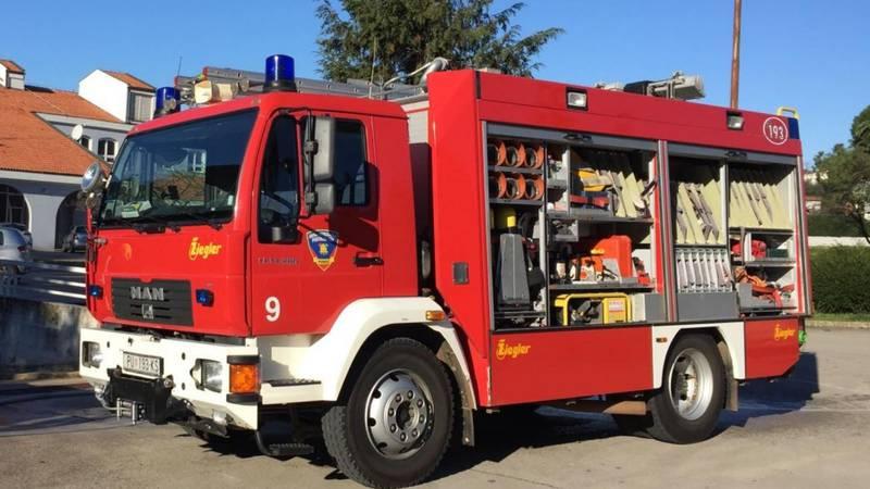 Žena (40) zaboravila isključiti peglu te izazvala požar u stanu