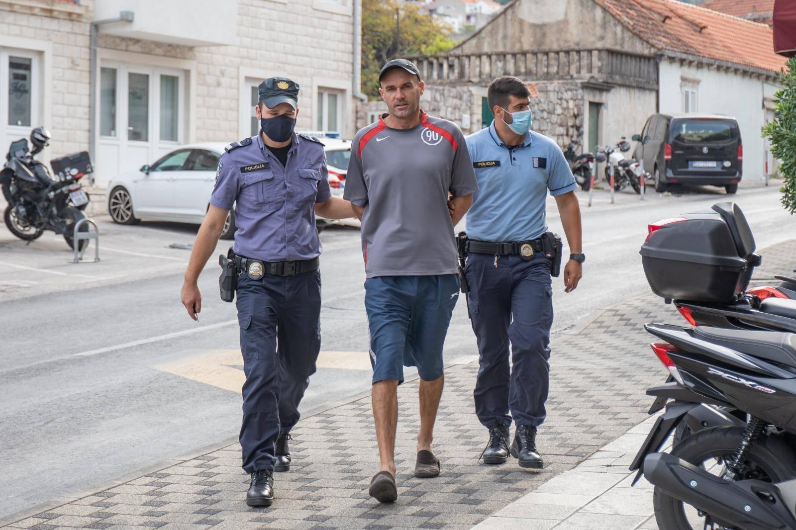 Priveden muškarac koji je silom htio odvući curicu u svoj stan