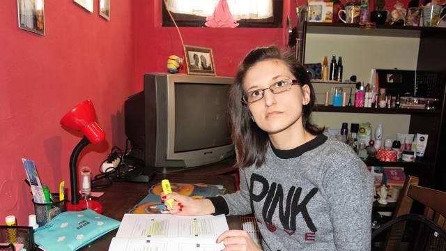 Jača je od teške bolesti:  'Imam 15 tumora  i završavam faks...'