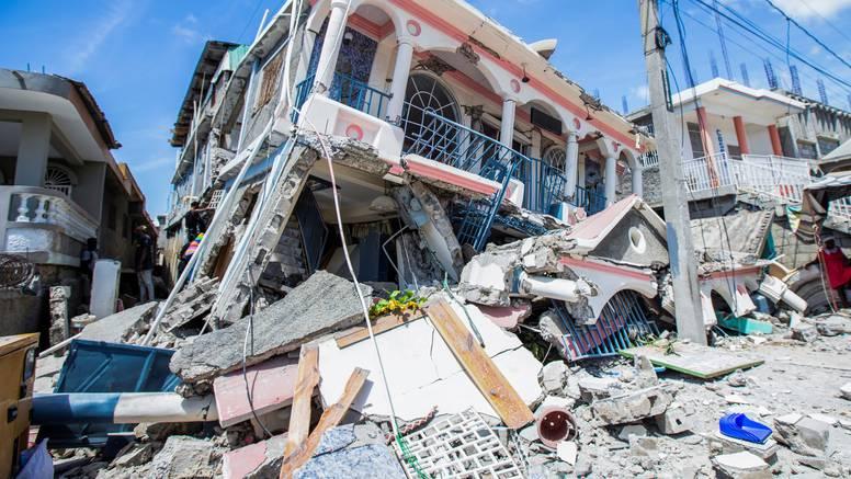 Katastrofa na Haitiju: U potresu su najmanje 304 mrtva i 1800 ozlijeđenih, još traže preživjele