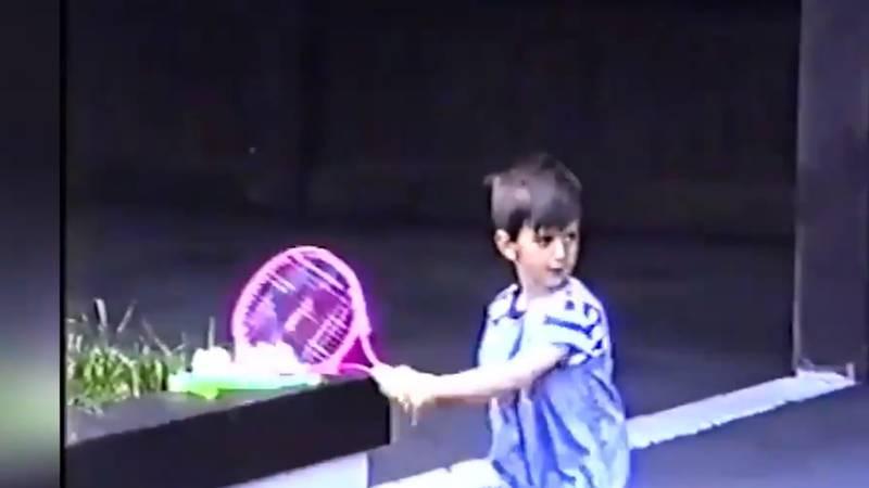 Ovako je Đoković s četiri godine igrao tenis u svome dvorištu...