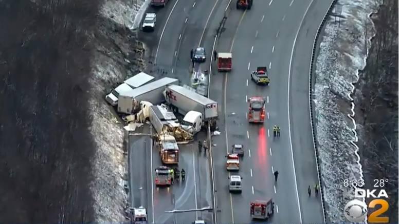 Sudar kamiona, automobila i autobusa: Poginulo je 5 ljudi..