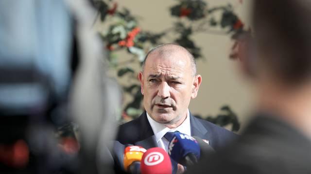 Zagreb: Ministar Beroš dolazi na sjednicu Vlade