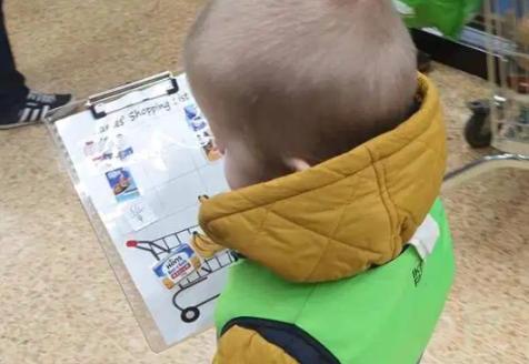 Kad ste skupa u trgovini, dijete je nemoguće? Dajte mu 'posla'!