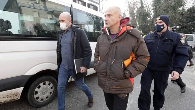 Zagreb: Iako su mjere i dalje na snazi, vlasnik teretane otvorio svoja vrata, stigla i policija