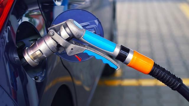 Upola jeftinija vožnja: Evo koje su prednosti i nedostaci plina