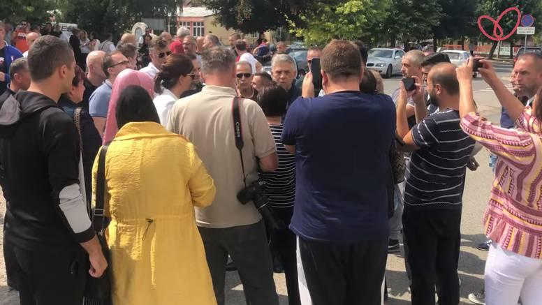 Cirkus u Srbiji: Policija ispitala učiteljicu na prvi dan škole jer učenicima nije pustila himnu?!
