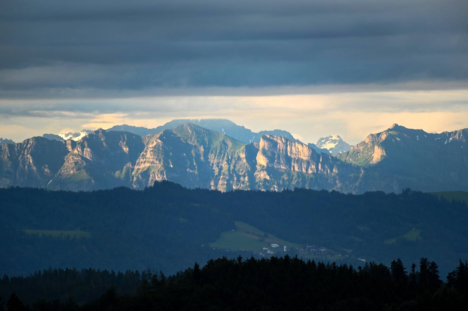 Rain in the Lake Constance region - Clear view of the Swiss Alps