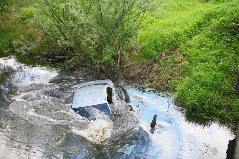 Evo kako možete spasiti živu glavu iz automobila koji tone...