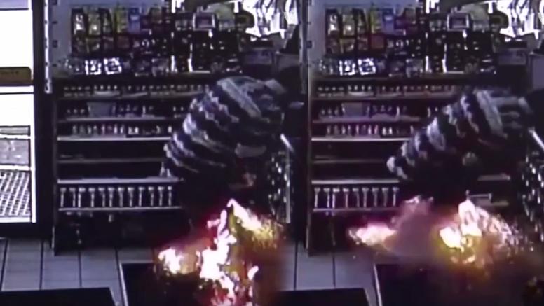 Šokantna snimka: U džepu mu je eksplodirala  e-cigareta