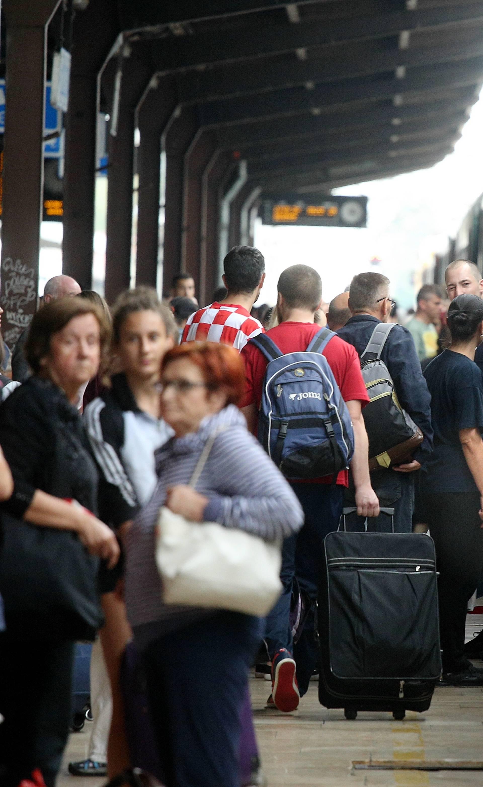 U štrajk idu i željezničari, od HŽ-a traže više konduktera