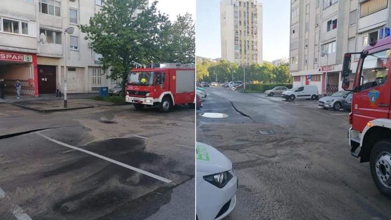 VIDEO Pukla cijev u Gajnicama, poplavila ulica, digao se asfalt