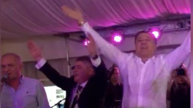 Ukrao je show i na Bujančevoj svadbi: Bacio štake i zapjevao