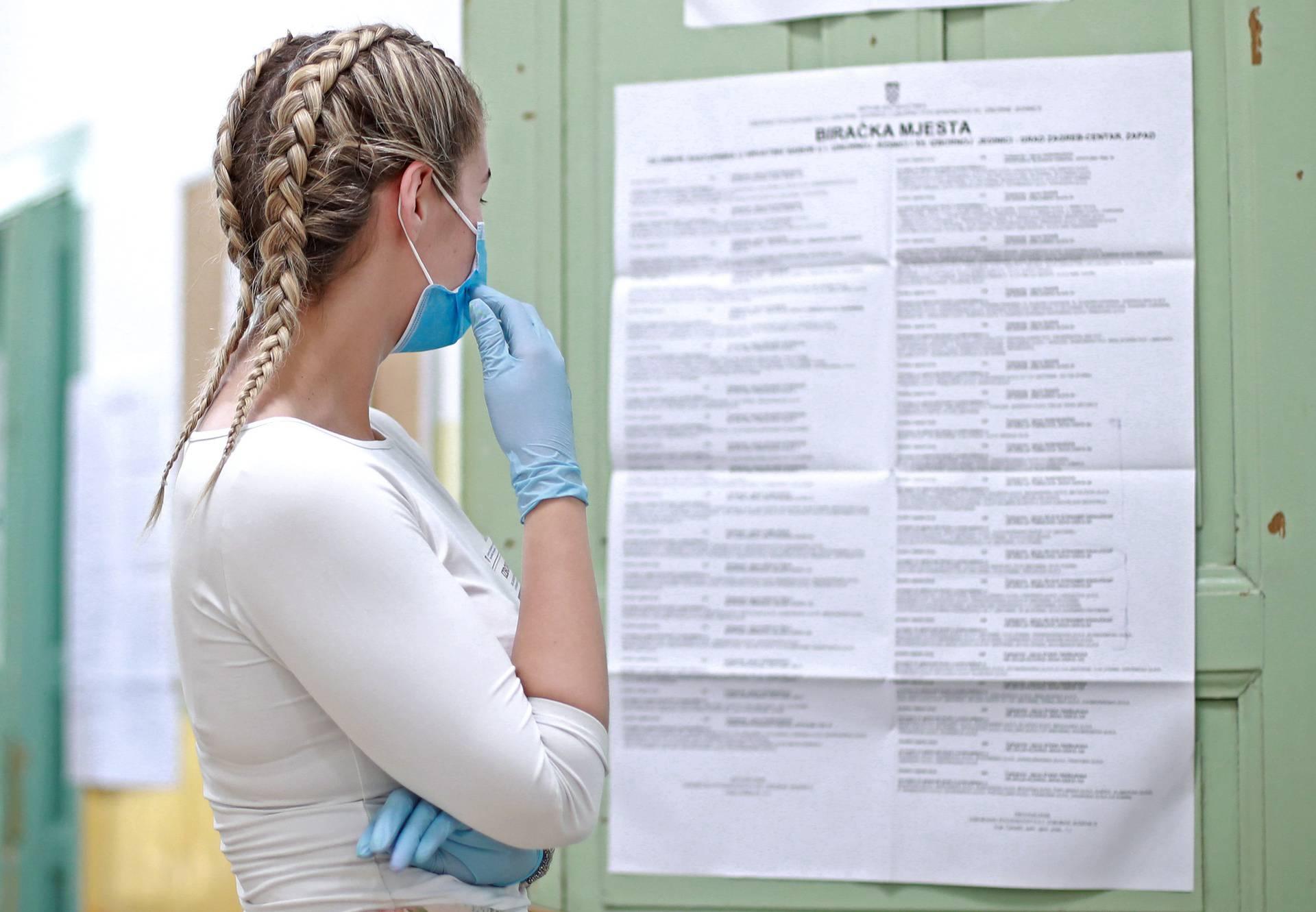 Većina građana je savjesna, na glasanje nose  maske i rukavice