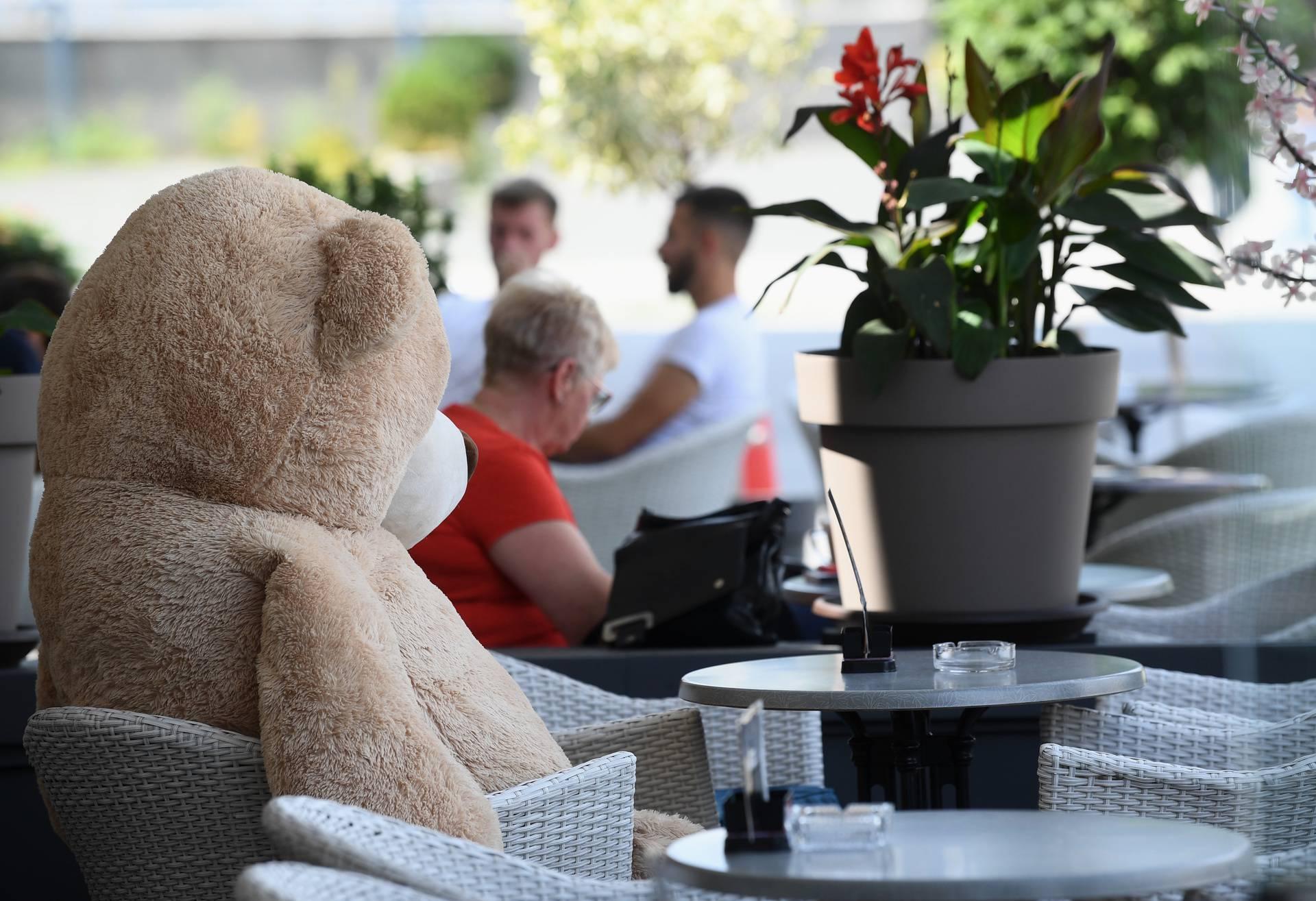 U Zagrebu plišani medvjedići održavaju socijalnu distancu