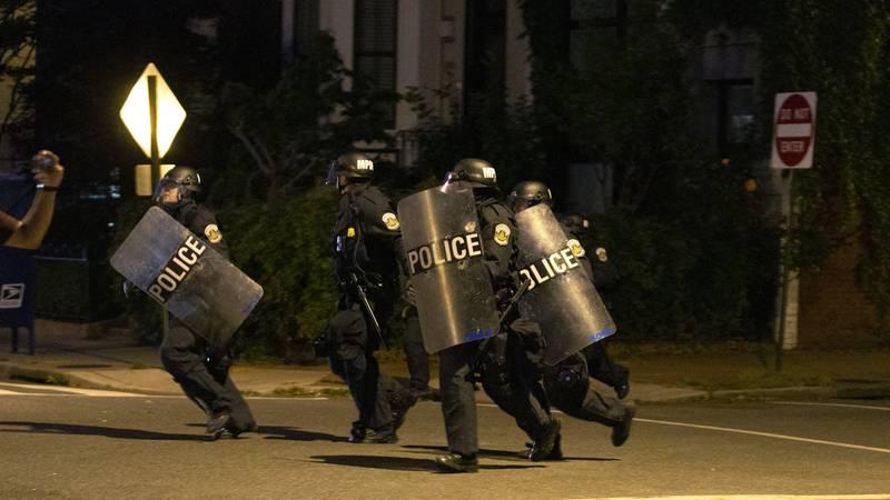 Prosvjedi u SAD-u izmaknuli su kontroli: Projurio kroz raskrižje i namjerno pokosio policajca