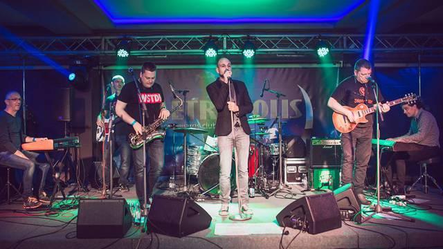 'Jače manijače' koncertna posveta Dvorniku u Metropolisu