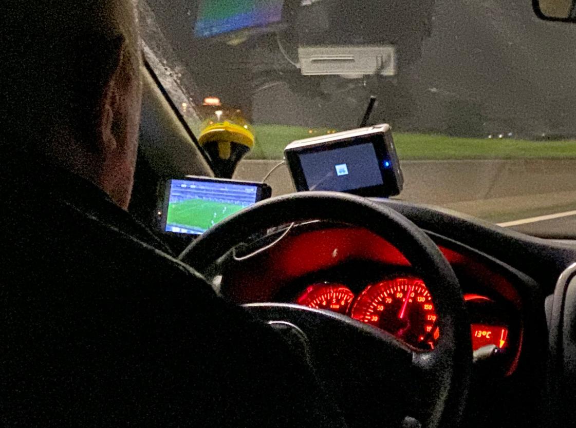 Rimski taksist vozi 110 km/h i u vožnji gleda Veronu i Romu